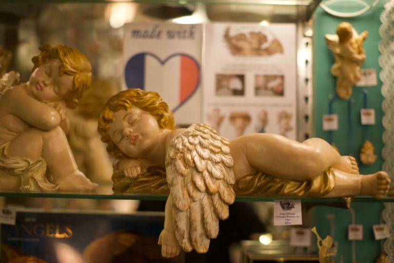 Ange Allongé peint à la main
